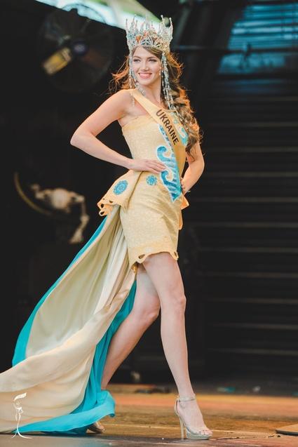 Українка Вероніка Михайлишин ввійшла у ТОП-10 найгарніших жінок планети 1/1