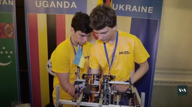 Українські школярі увійшли в ТОП-20 найкращих команд з робототехніки на змаганнях у Вашингтоні 1/1