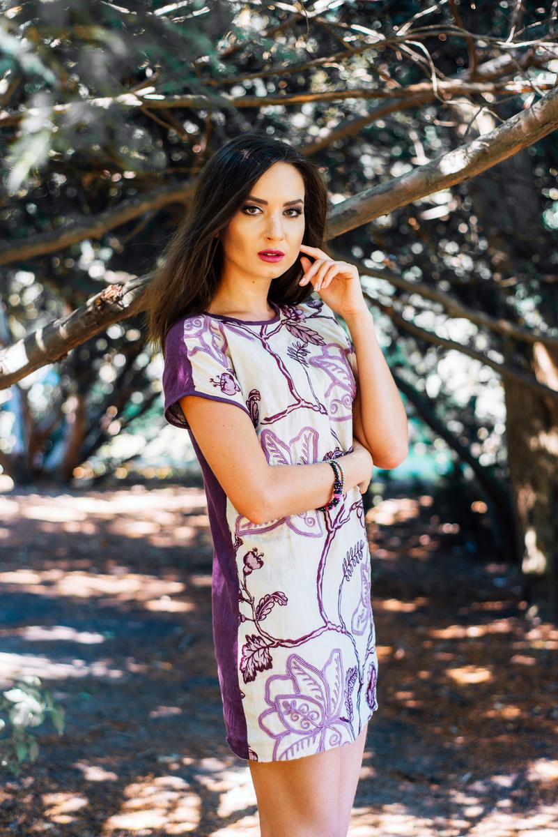 Джинсова сукня oversize з оригінальним принтом – цікава та універсальна річ  у жіночому гардеробі. Чудовий варіант як для офісу чи ділової зустрічі 99b813222f044