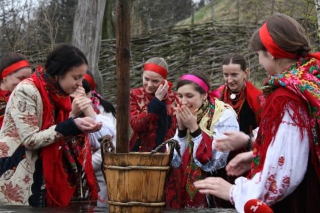 Поливаний понеділок в Україні фото