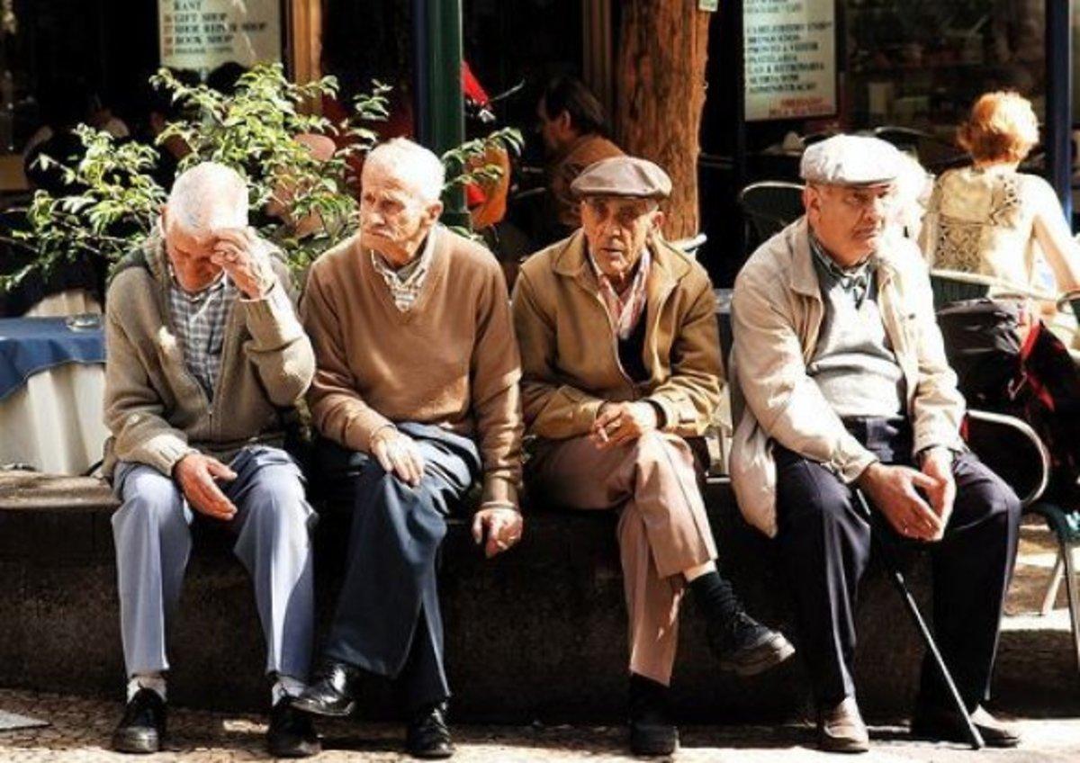 Уряд хоче урізати окремим пенсіонерам виплати