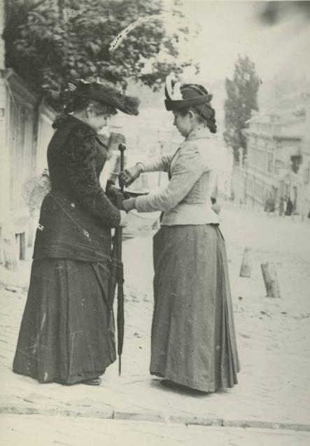 Як вбиралися модні киянки понад 100 років тому (Фото) 1/1