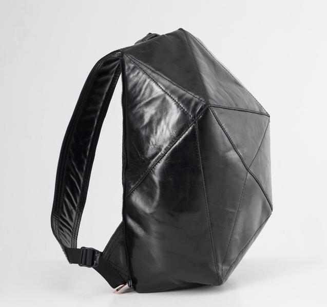 Українські дизайнери створили рюкзак зі змінними панелями 1/1