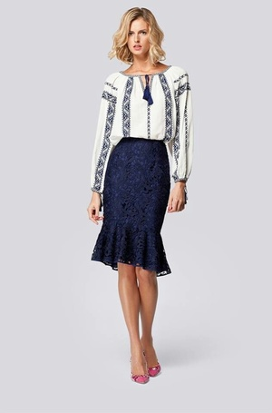 Knee-length skirt with embroidered shirt (photo)
