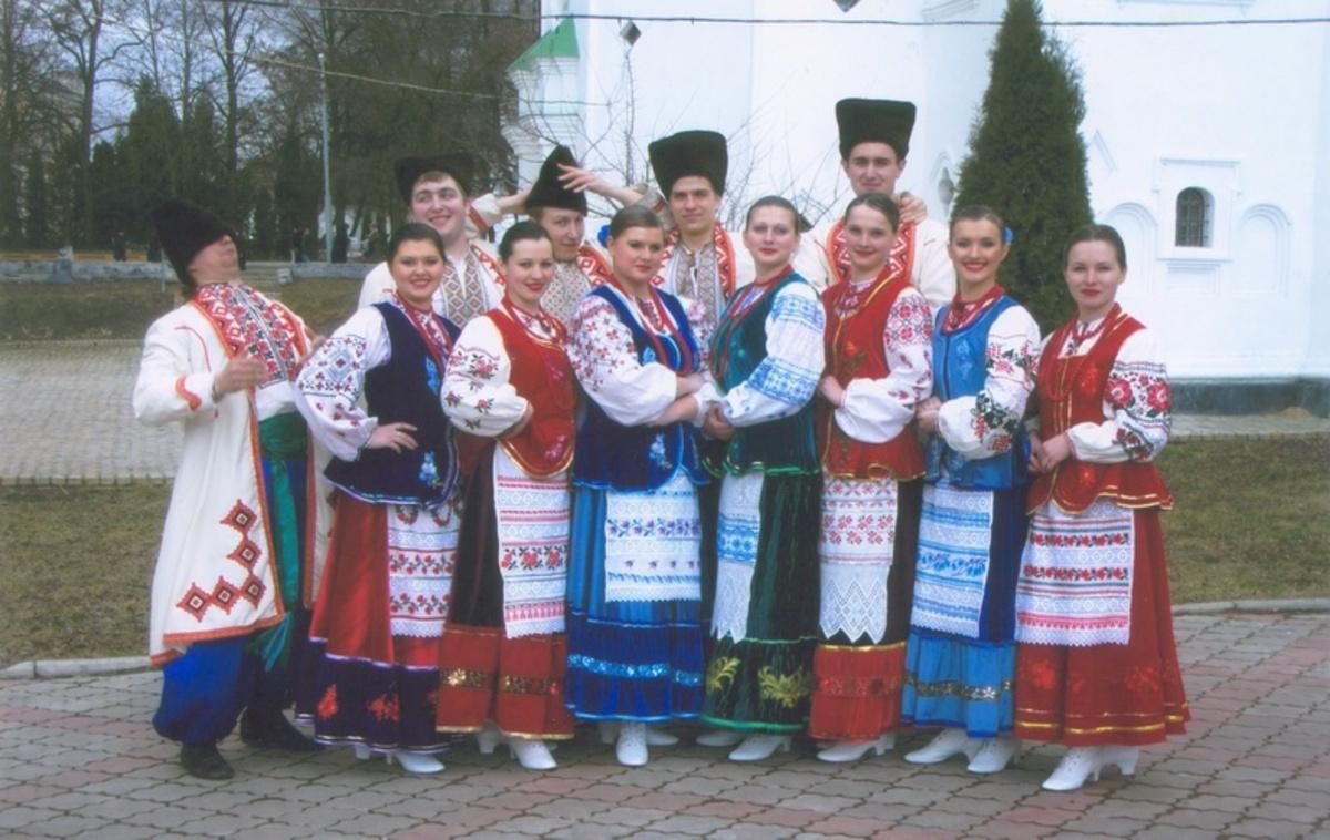 Народний костюм як засіб вираження духовності нації d7f21aa880987