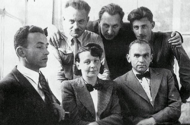 Олена Теліга з товаришами
