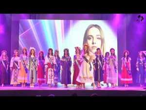 Вихід в сукнях від Синій Льон.СтудМіс України 2016