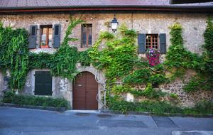 Селище Duingt у підніжжі французьких Альп