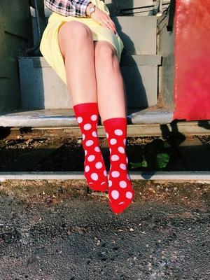 Про неординарність та самовираження: яскраві шкарпетки з емоціями