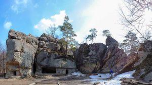 Не Тустанем єдиним: Скелі Довбуша на Болехівщині