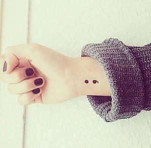 Крапка з комою: що насправді означає популярне татуювання