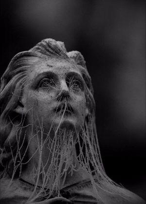 Незвичні скульптури, які наштовхують на глибокі роздуми