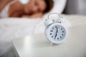Як привчити своє тіло прокидатися рано?