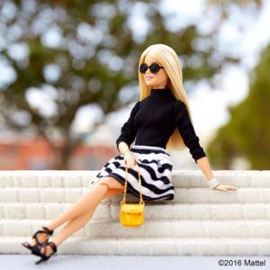 10 модних образів від ляльки BARBIE