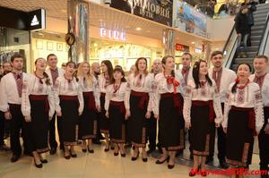 Всесвітньовідомий «Щедрик» заспівали у Хмельницькому торговому центрі