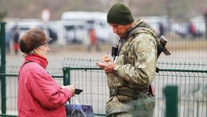 Табачно-алкогольное эмбарго на Донбассе: украинские военные отбирают товары, приобретенные на неподконтрольной территории