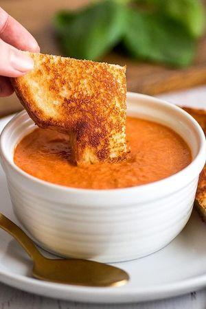 Томатний суп-пюре з базиліком