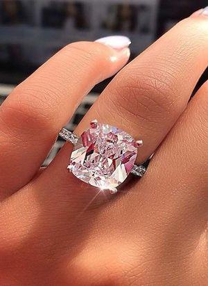 Діаманти: чому кожна жінка повинна мати в своєму арсеналі ці коштовності