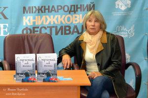 Ганна Ручай: Українця середнього класу так само мало цікавить Україна, як і ситого європейця