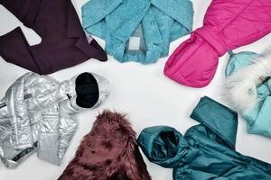 У дощ і мокрий сніг: 8 варіантів верхнього одягу від українських брендів