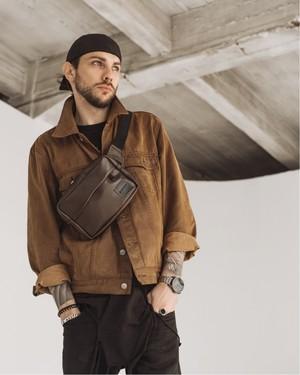 Як, коли і з чим носити поясну сумку чоловікові