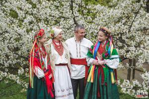 Українська Сім'я у строях східного Поділля