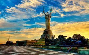 Влада хоче змінити відомий київський монумент Батьківщина-Мати
