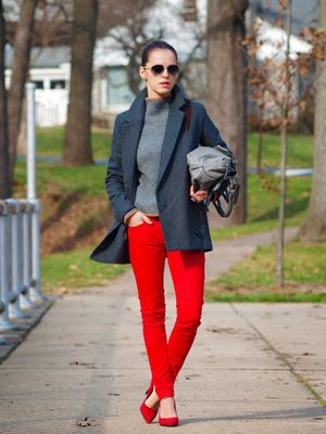 Модний одяг - з чим носити червоні штани