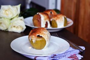 Запеченные яблоки с творожным кремом