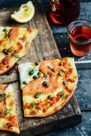Піца з лососем: готуємо швидко та смачно