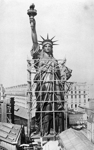 20 всесвітньо відомих будівель і статуй під час будівництва