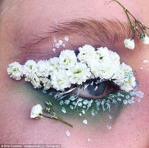 Квіткова дівчина: як юна візажистка створює ніжні композиції просто на обличчі