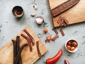 Разом смачніше: ковбаски та ягідні соуси від українських брендів