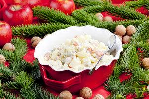Готуємось до Нового року: нетрадиційні рецепти традиційного салату Олів'є