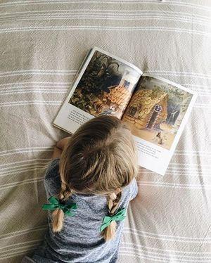 Нехитрі лайфхаки, як допомогти дитині полюбити читання книг