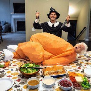Як бабуся зі своїм онуком розважаються самі та веселять людей у цілому світі
