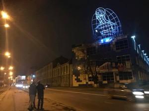 Гігантська скульптура янгола зі смартфоном з'явилася в Одесі