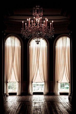 Переваги стельових люстр для освітлення кімнати