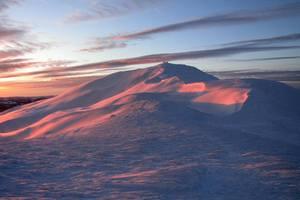 Гірський рятувальник показав красу засніжених Карпат