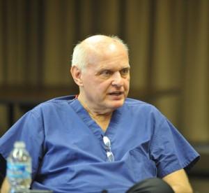 Зенко Гриньків - американський нейрохірург пройшов дев'ять з половиною кілометрів у буревій, щоби врятувати пацієнта